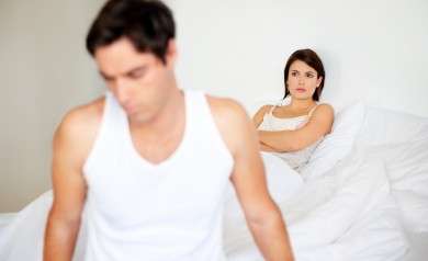 mężczyzna odchodzi od swojej kobiety